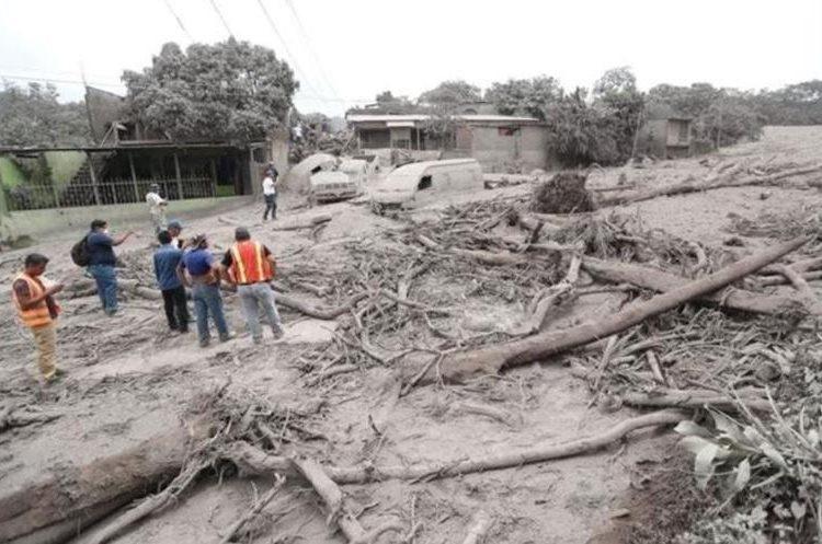 San Miguel Los Lotes quedó soterrado y consumido por material incandescente del Volcán de Fuego. (Foto Prensa Libre: Érick Ávila)