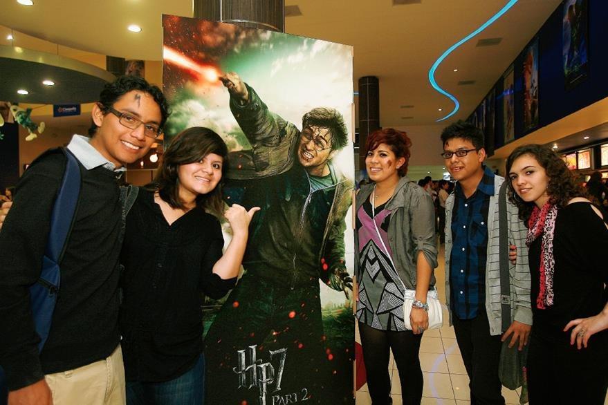 Fanáticos guatemaltecos de la saga acudieron a las principales salas de cine el 15 de julio de 2011 al estreno de la última película de Harry Potter. (Foto: Hemeroteca PL)