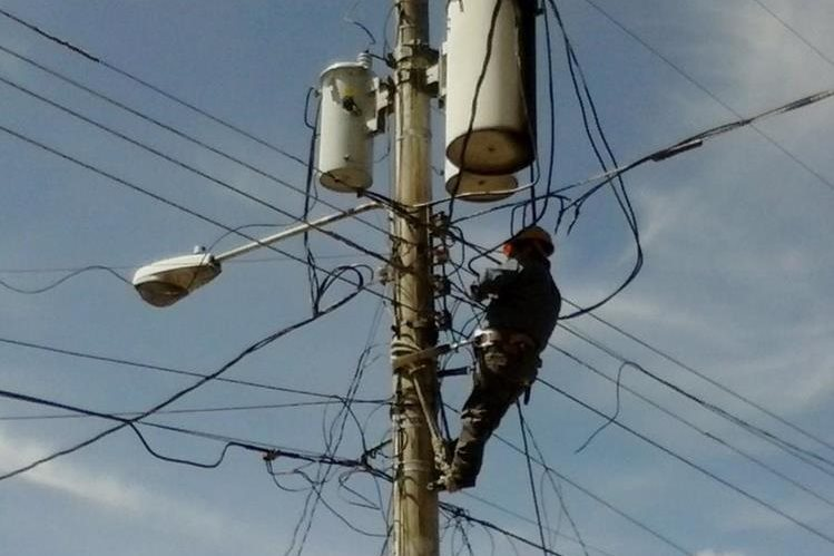 La cobertura eléctrica se paralizó en la provincia. (Foto Prensa Libre: Hemeroteca PL)