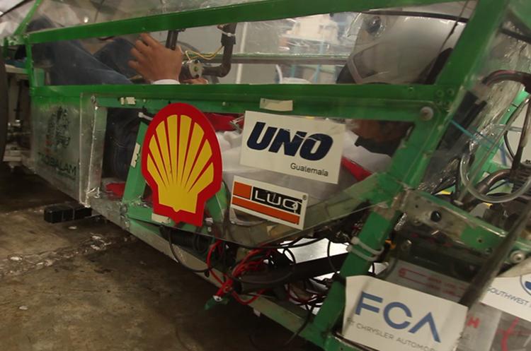 <div> El carro se llama Huracán. Utiliza etanol.</div>