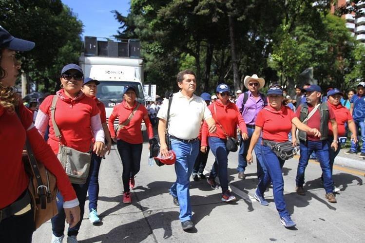 Joviel Acevedo encabeza la última protesta de maestros el pasado 14 de julio, exigiendo al Gobierno que levantará las medidas de austeridad en el Mineduc. (Foto Prensa Libre: Hemeroteca PL)