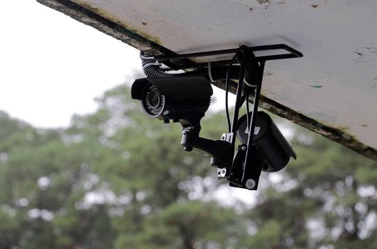 Siete cámaras vigilarán el Estadio Verapaz y sus alrededores. (Foto Prensa Libre: Eduardo Sam)