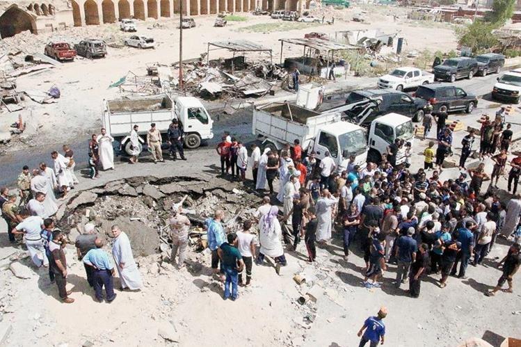 Atentado contra mercado iraquí deja al menos 90 muertos.