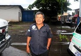 Pablo Santay Pascual relata la angustia que vivió dentro de la unidad. (Foto Prensa Libre: Rolando Miranda)