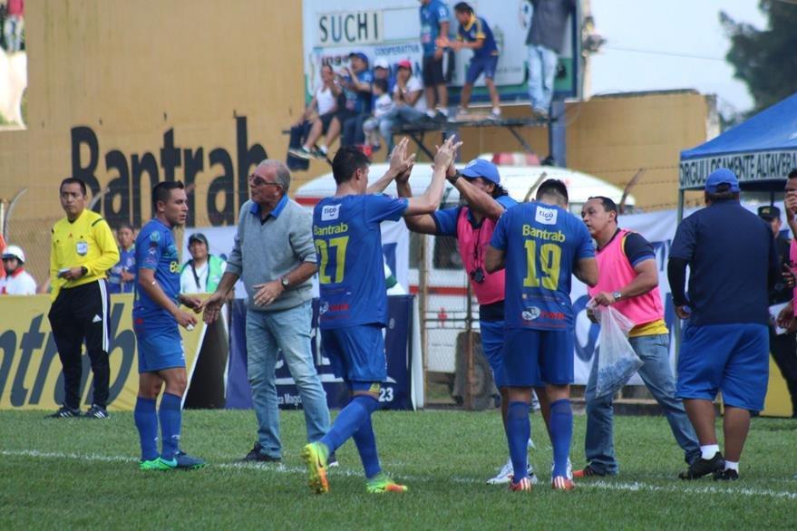 """Los """"príncipes azules"""" son cuartos en el torneo. (Foto Prensa Libre: Eduardo Sam Chun)"""