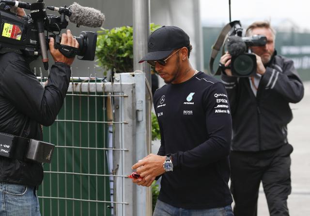 El piloto británico Lewis Hamilton es uno de los favoritos para ganar el Gran Premio de China. (Foto Prensa Libre: EFE)