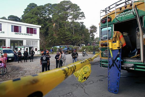 El cuerpo del guardia Ernesto Ramírez Olivares quedó en el último asiento del autobús extraurbano de la empresa Unidos Fraijanes.