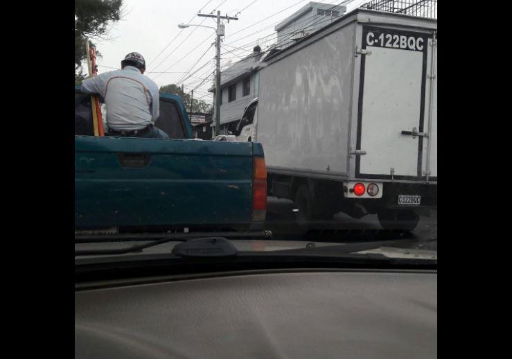 Tránsito lento salida a San Cristóbal por Panorama. Foto Prensa Libre:@Eslinmartinez.