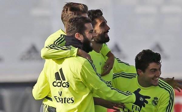 Los jugadores del Madrid muestran su alegría en la práctica de este miércoles. (Foto cortesía Real Madrid)