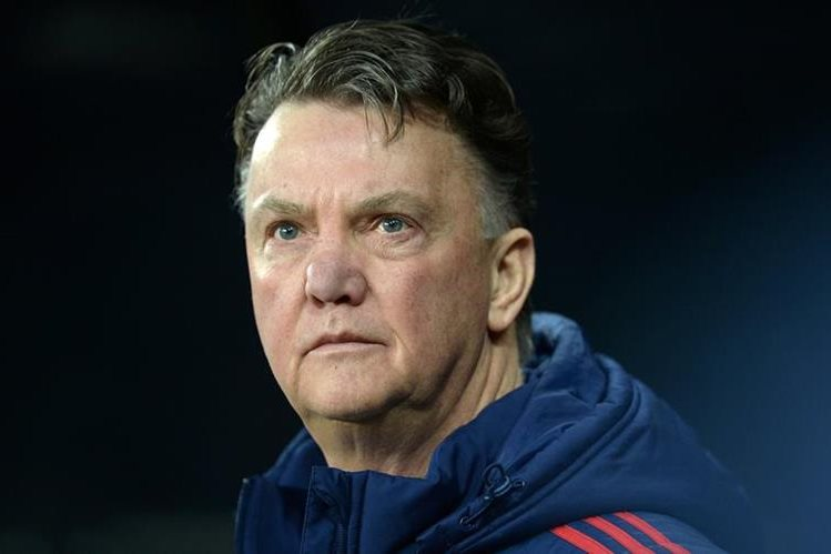 El técnico holandés niega que se vaya a retirar. (Foto Prensa Libre: AFP).