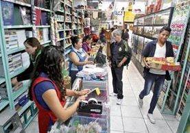 Las librerías todavía no reciben una gran afluencia de clientes, pero ya se preparan para su mejor época del año.