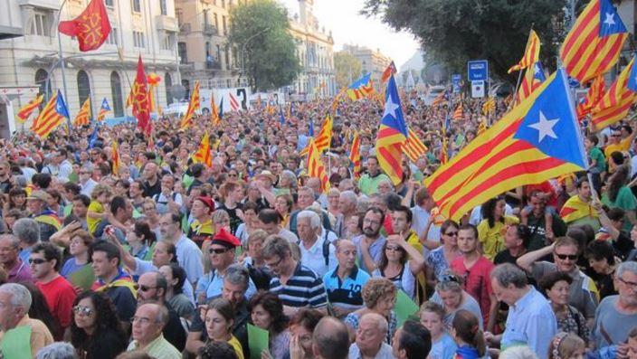 Miles de catalanes, durante una manifestestación en favor de la independencia. (Foto: Hemeroteca PL).