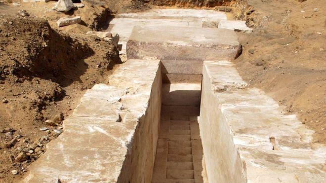 Las primeras excavaciones llevaron al descubrimiento de un pasillo en la pirámide construida hace unos 3.700 años. EPA