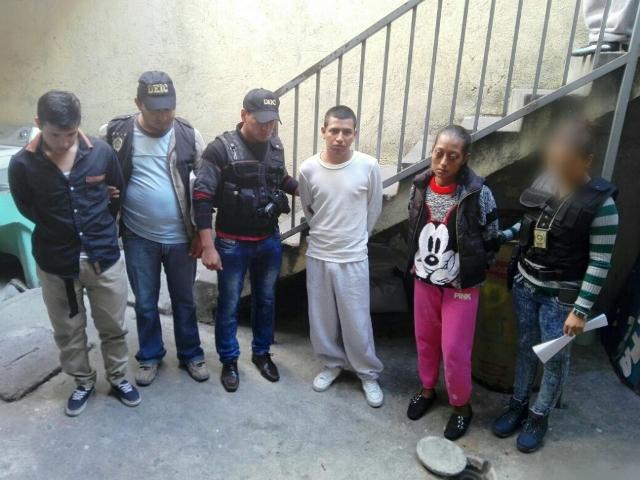 Capturados en colonia Maya, Zona 18. (Foto: PNC)