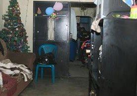 Los criminales irrumpieron en la vivienda y dispararon a la familia. (Foto Prensa Libre: Esbin García)