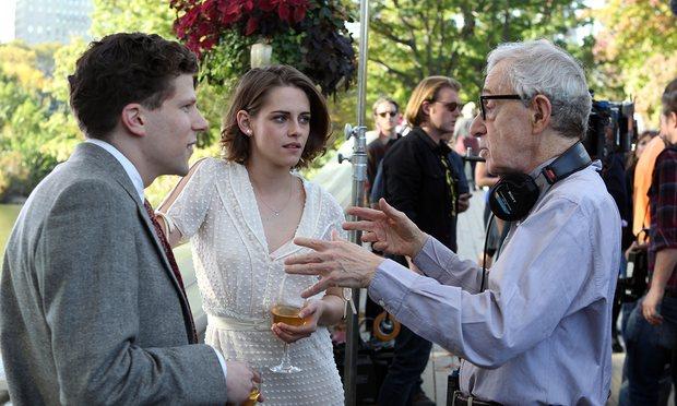 Allen dirigiendo a Stewart y Eisenberg. (Foto: Hemeroteca PL).