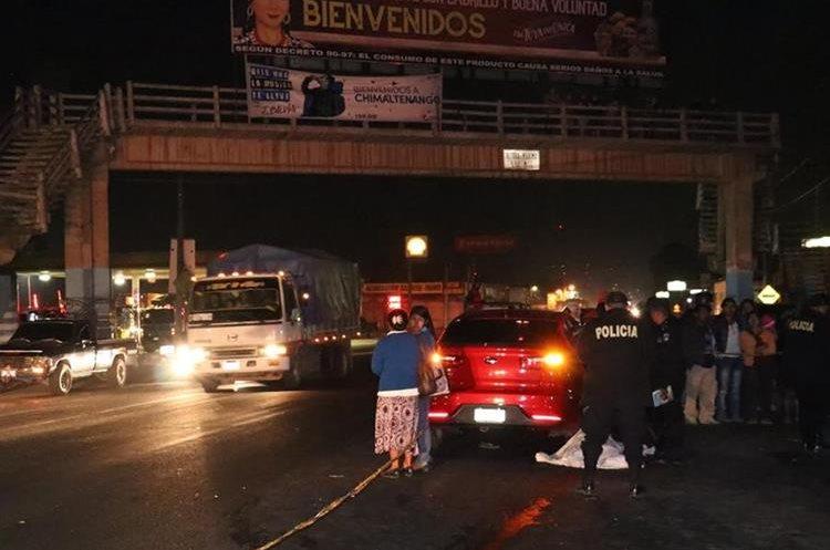 Accidentes cerca de pasarelas en la ruta Interamericana, Chimaltenango, son constantes, aseguran socorristas. (Foto Prensa Libre: Víctor Chamalé)