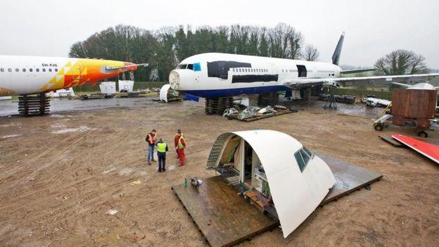Cuando un avión llega, Air Salvage International se pone manos a la obra en la tarea de desmantelarlo. RICHARD GRAY