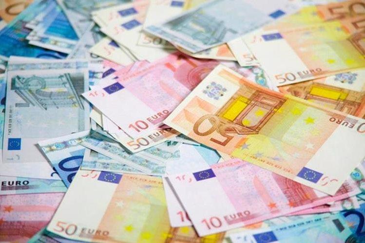 Los billetes despedazados fueron descubiertos después de la muerte de la octogenaria. (Foto Prensa Libre: EFE)