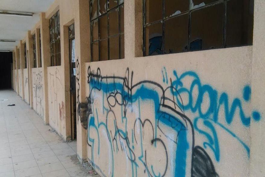 La escuela de La Lagunilla, San Pedro Ayampuc, sirve de refugio de pandilleros. (Foto Prensa Libre: Paulo Raquec)