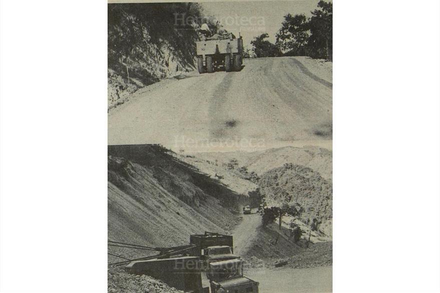 Personal de la Dirección General de Caminos repara varios tramos de la carretera al Atlántico, el 8/1/1983. (Foto: Hemeroteca PL)