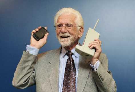 mARTIN cOOPER  es el creador del primer teléfono celular; ahora, a sus 84 años, lidera junto a su esposa la compañía Dyna, además de asesorar al Gobierno de EE. UU. en el uso de espectro radioeléctrico.