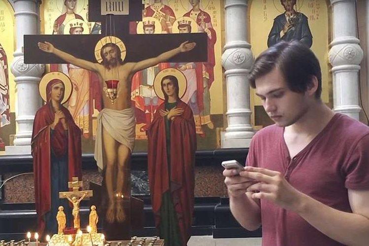 El juego consiste en capturar distintos pokémones con la cámara del celular. (Foto Prensa Libre: Youtube)