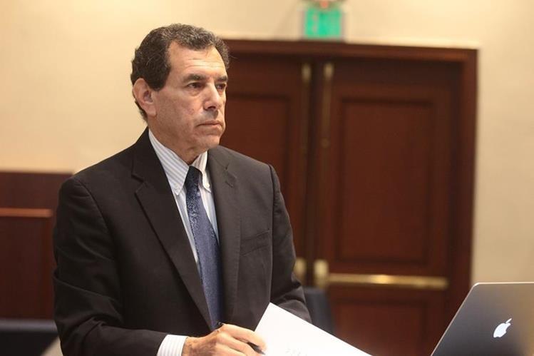 Paul Wise, profesor de la Universidad de Stanford, Estados Unidos, durante la presentación del proyecto la salud. (Foto Prensa Libre: A. Interiano)