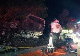 Cuatro personas murieron en un accidente en el km 180, Chiquimula. (Foto Prensa Libre: Mario Morales)