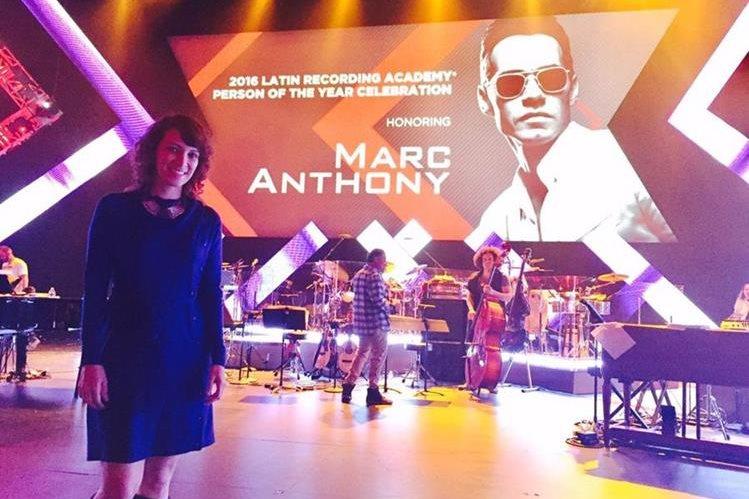 La cantautora guatemalteca Gaby Moreno cantará este miércoles en el tributo que los Latin Grammy rinden al salsero de origen puertorriqueño. (Foto Prensa Libre: Cortesía Gaby Moreno)