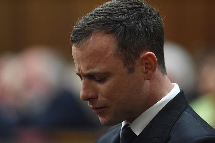 """Oscar Pistorius apeló el lunes a la """"severa depresión"""" que supuestamente le ha causado su paso por la cárcel. (Foto Prensa Libre: AP)."""