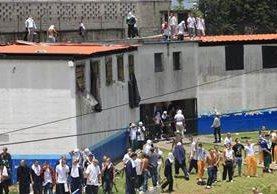 El amotinamiento ocurrió desde la madrugada de este lunes, según el reporte policial. (Foto Prensa Libre: Estuardo Paredes)