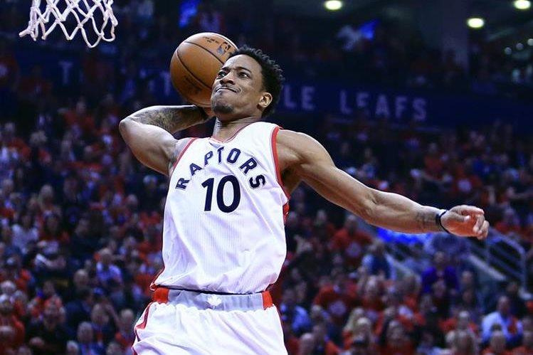 DeMar DeRozan anotó 18 puntos para los Raptors de Toronto. (Foto Prensa Libre: AFP).