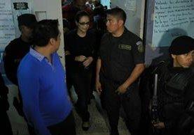 Baldetti sale del Hospital General San Juan de Dios. (Foto Prensa Libre: Esbin García)