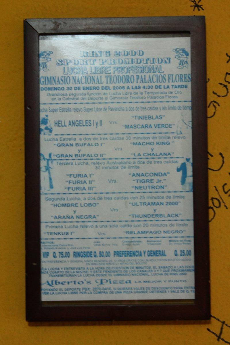 Anuncio publicitario que invitaba al público a la lucha libre. (Foto Prensa Libre: Josué León)