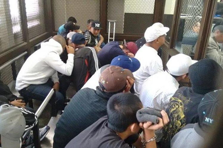 Diez integrantes de la estructura Los Coronado Locos fueron capturados por la Policía en la zona 4 de Villa Nueva Foto Prensa Libre: Hemeroteca PL