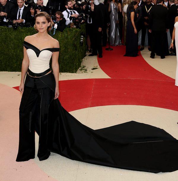 Emma Watson lució traje con pantalón. (Foto Prensa Libre: EFE)