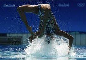 Un día en la piscina del nado sincronizado.