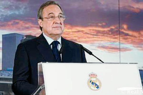 El presidente del Real Madrid Florentino Pérez, desmintió en conferencia de prensa la salida del entrenador Carlo Ancelotti. (Foto Prensa Libre: Real Madrid)