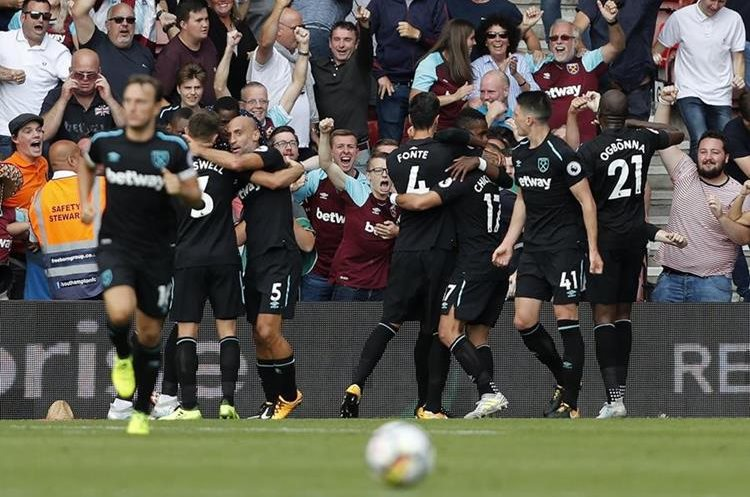 Javier Hernández consiguió dos goles en el duelo frente Southampton. (Foto Prensa Libre: AFP)