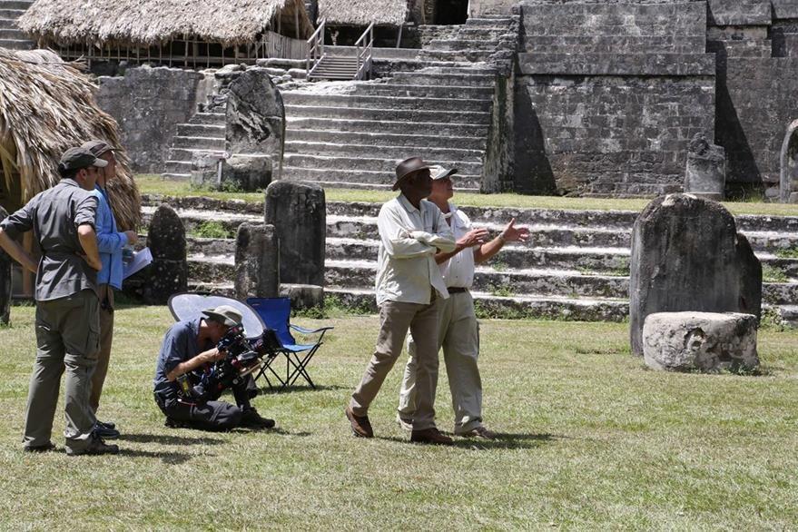 Freeman se adentró a la ciudad maya para conocer más de esta cultura. (Foto Prensa Libre: Cortesía Rosendo Morales)
