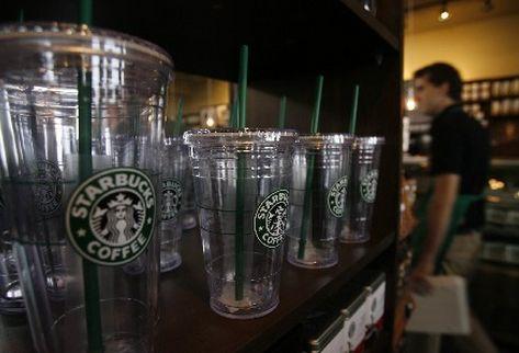 Ubicada en Condado Concepción, la primera tienda de la cadena estadounidense, Starbucks, abrió este sábado. (Foto Prensa Libre. Erlie Castillo).