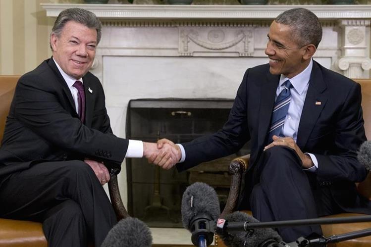 El presidente de Colombia, Juan Manuel Santos, junto a su homólogo estadounidense, Barack Obama. (Foto Prensa Libre: AP).