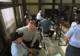 Los militares escuchan la resolución de la jueza Claudette Domínguez. (Foto Prensa Libre: Edwin Bercián)