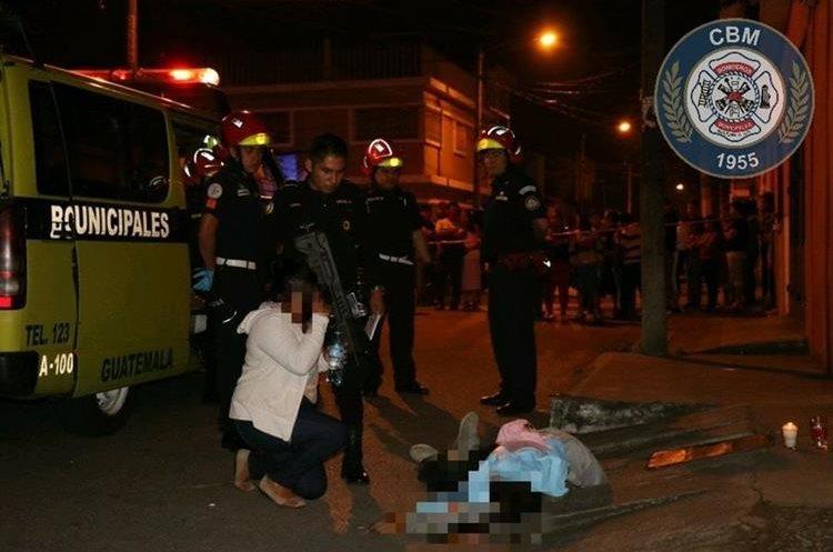 Un joven murió baleado en la colonia La Labor, zona 5. (Foto Prensa Libre: CBM)