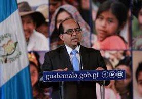 El ministro de Educación, Óscar Hugo López, pide a la población que no se deje llevar por rumores. (Foto Prensa Libre: AGN)