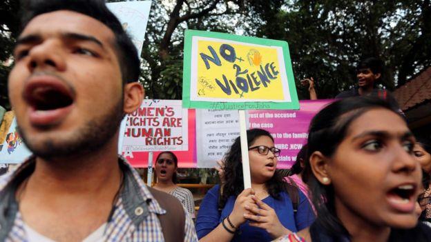 Las violaciones han desatado protestas, pero continúan. REUTERS