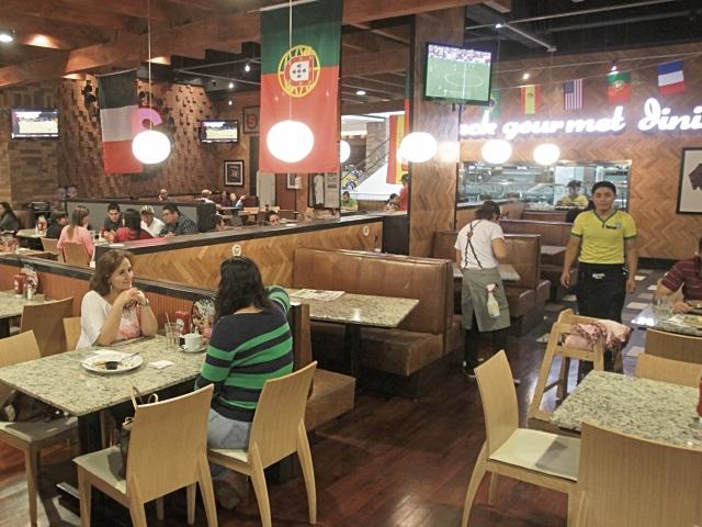 la apertura de pequeños y grandes centros comerciales ha contribuido al surgimiento de nuevos restaurantes.