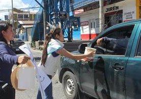 Las representantes de la belleza quetzalteca apoyaron la iniciativa de Voluntarios por Guatemala. (Foto Prensa Libre: Fred Rivera)