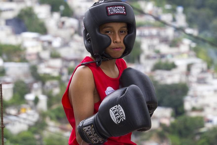 Jordin Punay, de 11 años, se inició en el boxeo siguiendo los pasos de su tío Willinton Ramírez. (Foto Prensa Libre: Norvin Mendoza).